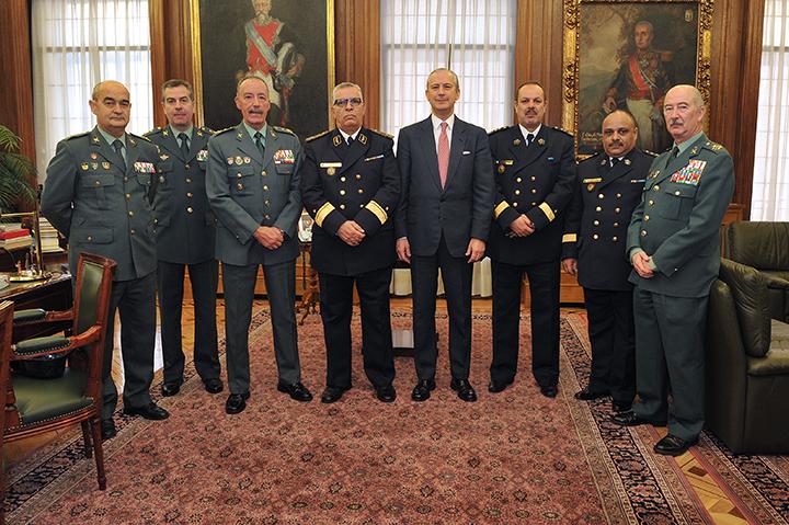 El Director General de la Guardia Civil se reúne con el General Jefe del Servicio Nacional de Guardacostas de Argelia