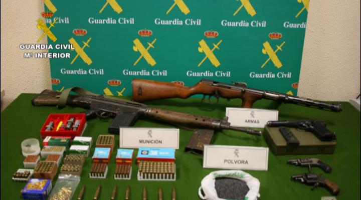 La Guardia Civil desmantela un taller clandestino de fabricación de armas y detiene a nueve personas
