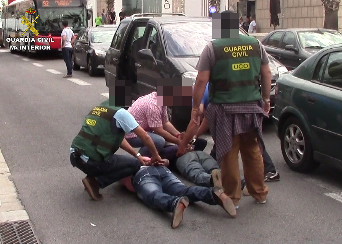 La Guardia Civil desmantela una organización criminal de tráfico de drogas que proponía la venta de misiles