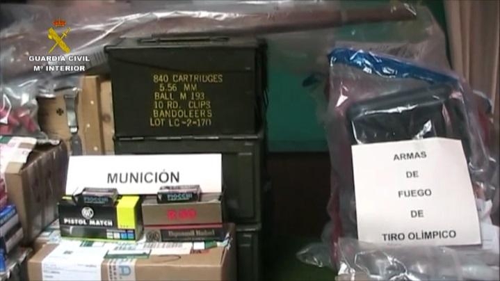 La Guardia Civil detiene en Castellón a dos personas por tráfico de armas y explosivos