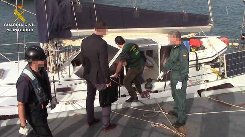 Resultado de imagen de abordaje a un barco guardia civil droga
