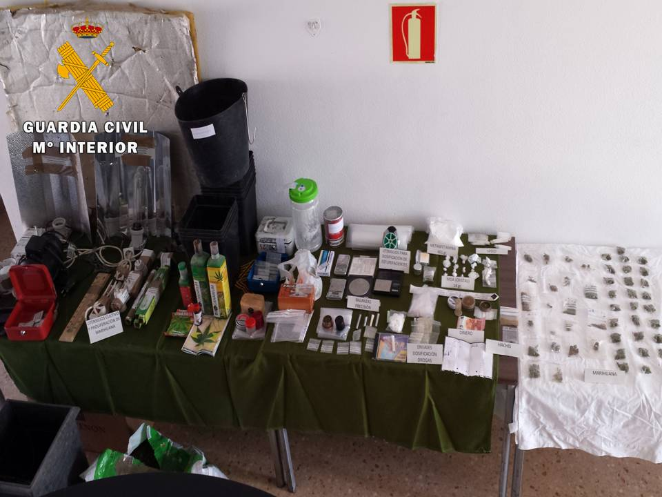 La Guardia Civil detiene a un grupo de personas dedicadas a la venta de sustancias estupefacientes a menores en el entorno de un centro escolar de La Almunia