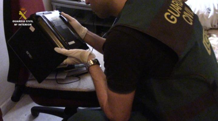 La Guardia Civil detiene a 26 integrantes de una red de pornografía infantil a través de Internet