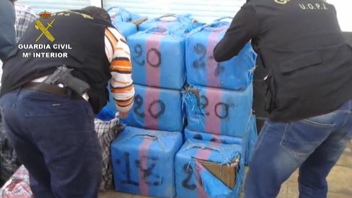 La Guardia Civil se incauta de 1.200 kilos de hachís ocultos entre toneladas de cebollas