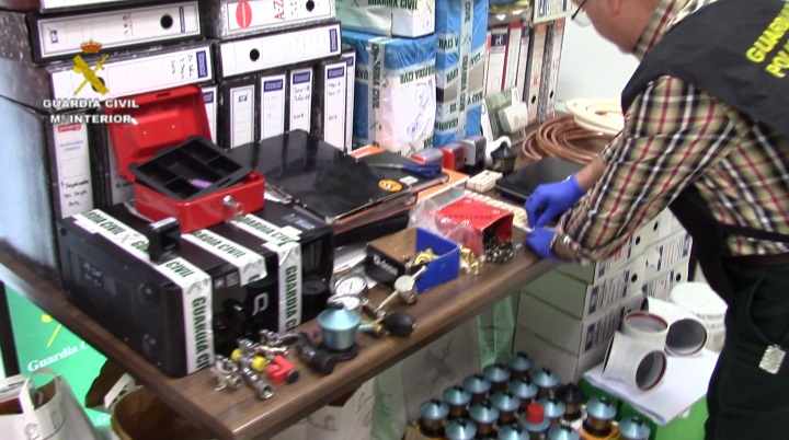 La Guardia Civil detiene a 15 integrantes de una red que ha estafado a 130 personas en revisiones de instalación de gas