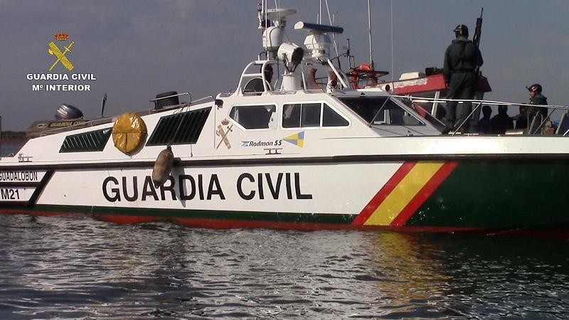 La Guardia Civil intercepta un pesquero portugués con más de 8 toneladas de hachís en aguas al Sur de la provincia de Huelva