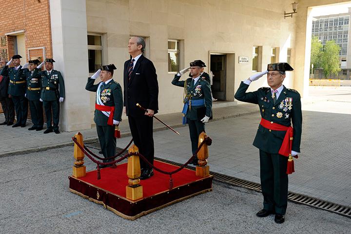 La Guardia Civil realiza la primera Jura de Bandera de personal civil
