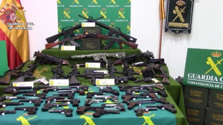 La Guardia Civil interviene uno de los mayores arsenales de armas y municiones detectados en España