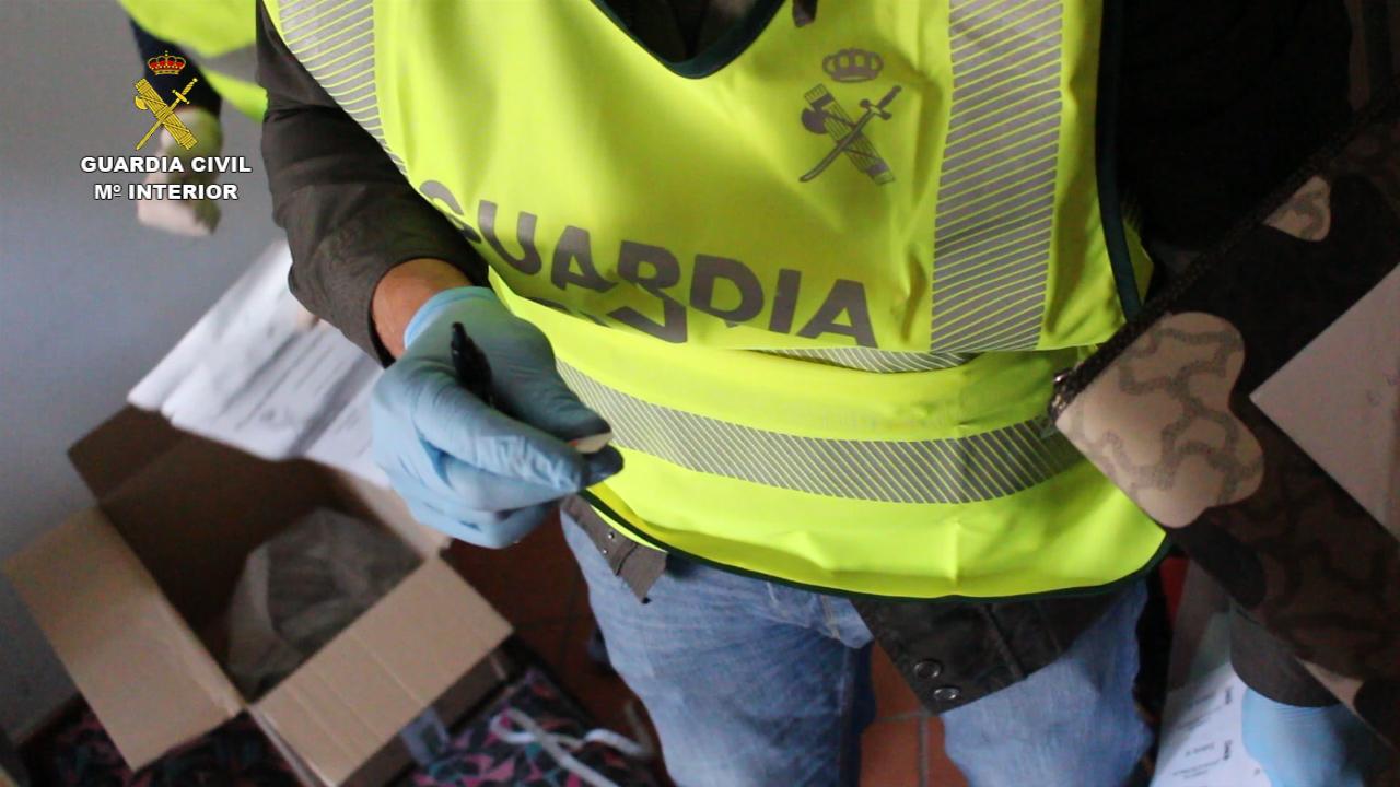 La Guardia Civil detiene a una persona por publicitar en Internet la forma de hackear páginas web