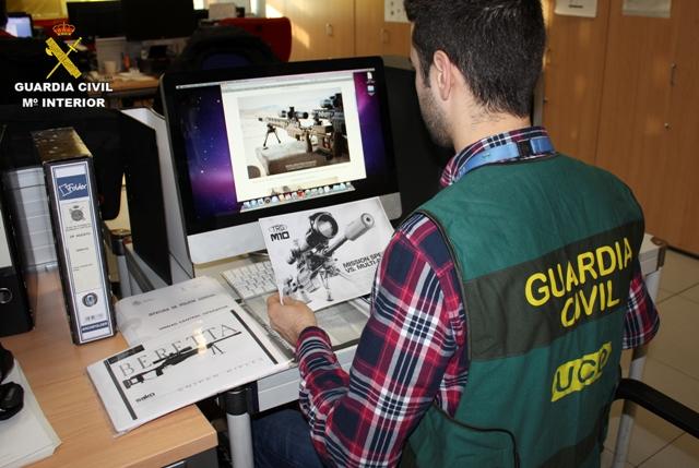La Guardia Civil detiene en España a dos personas que pretendían vender armas de fuego a cárteles de la droga mejicanos