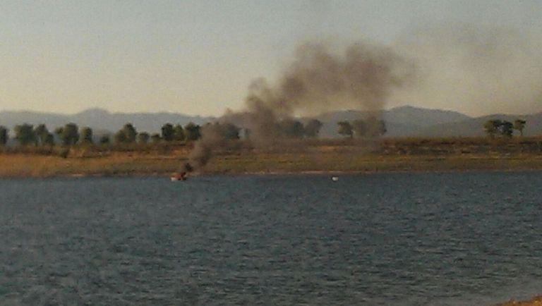 Un agente de la Guardia Civil libre de servicio y sus dos hijos rescatan a 8 personas en una embarcación en llamas en un pantano de Cáceres