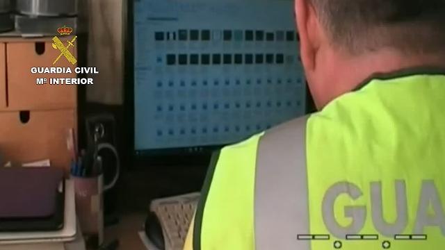 La Guardia Civil detiene a tres personas por la posesión y distribución de material pornográfico infantil