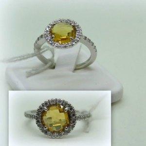 Anello centro citrino contorno zirconi in argento 925