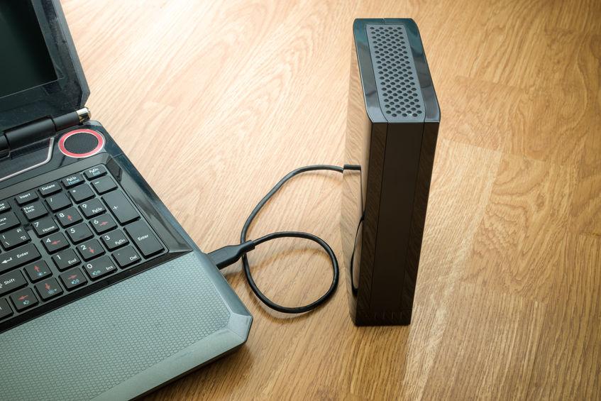 Disco rígido externo conectado ao laptop