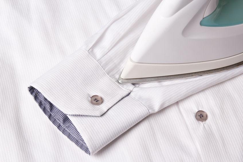 planchando camisa