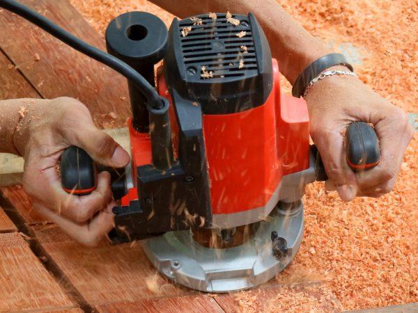 A tupia manual é um equipamento elétrico, com motor de cobre ou alumínio. (Fonte: Photovs: 84333137/ 123rf.com)