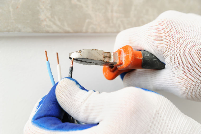 Electrican shortens electric wire.