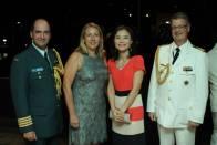 À direita , Adido Militar da Embaixada da Alemanha ao lado de convidados - Foto: Michelle Bartllet