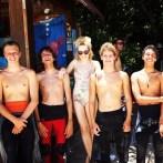 Angelica Ferrer e surfistas de Florianópolis na Ilha do Campeche