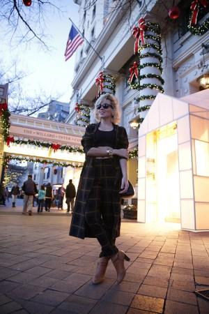 Angelica em frente ao Willard Hotel