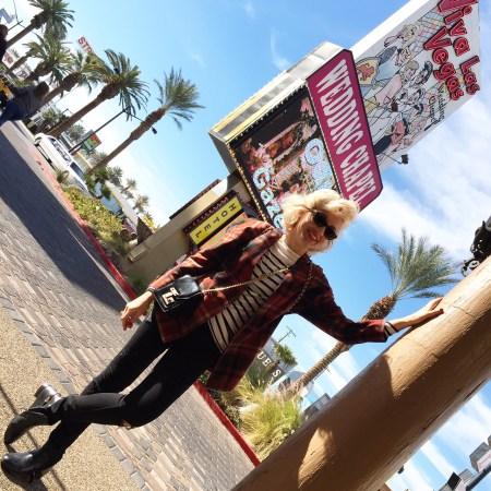 Angelica Ferrer na famosa chapell de casamentos de Las Vegas