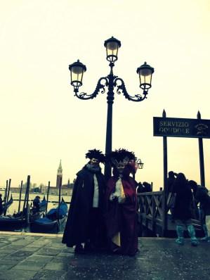 Fantasias na praça de San Marco em Veneza