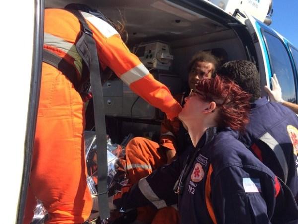 Ferido em explosão no navio-plataforma chega ao aeroporto de Vitória Foto: G1