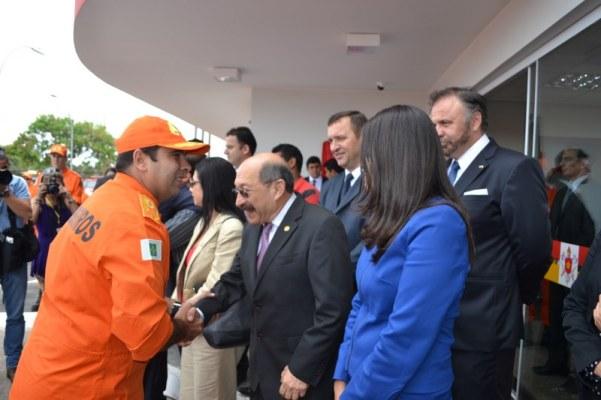 Autoridades diplomáticas presentes na inauguração do novo quartel do Corpo de Bombeiros