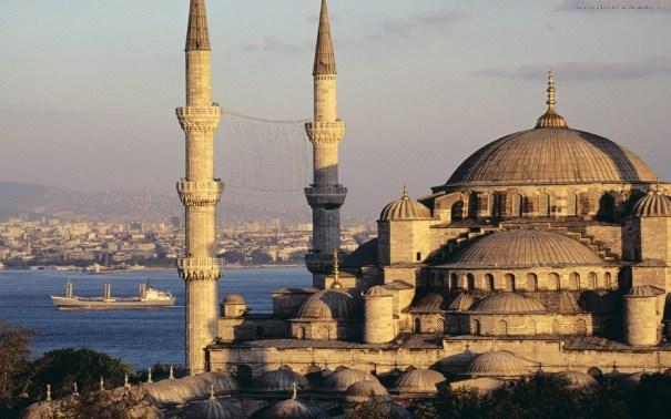 Mesquita Azul e o estreito de Bósforo - Foto: Internet