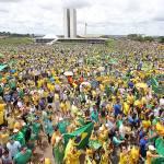 Manifestantes lotam Esplanada para protestar contra Dilma e corrupção