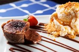 Daniela Loyola - Confeitaria Francesa - Petit Gâteau de Chocolate - Foto: Rafael Lobo - Zoltar Design