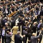 Câmara aprova em 2º turno aposentadoria compulsória aos 75 para ministros do STF