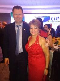 O presidente da CDL-DF, Álvaro Silveira Júnior, e a jornalista Luzia Câmara na festa de comemoração dos 50 anos da CDL-DF e CDL Jovem