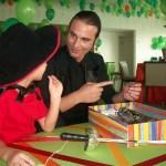 Espetáculo de mágica anima o projeto Hora Animada