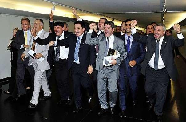 O resultado foi muito comemorado pelos integrantes da Frente Parlamentar da Segurança Pública - Foto: Alex Ferreira / Câmara dos Deputados