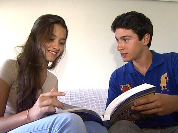 Dia dos Namorados. Compartilhar experiências vividas por intermédio dos estudos é uma maneira dos namorados se manterem atualizados. Foto: Maurício Glauco/EPTV