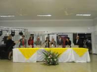 Os comprimentos da mesa principal e hino do Rotary