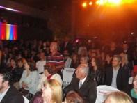 Convidados acompanhando a apresentação do Grupo Delírio