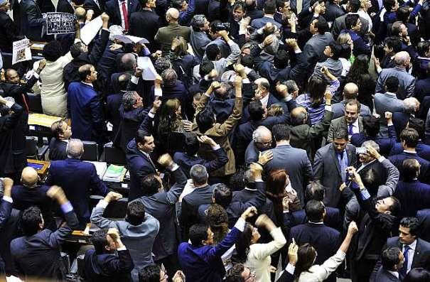 Maioridade penal. Plenário teve debate acirrado sobre a PEC. Na votação, foram 303 votos a favor, quando o mínimo necessário eram 308 - Foto: Luis Macedo/Câmara dos Deputados