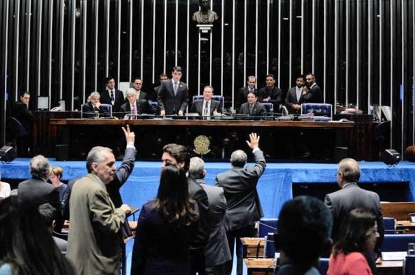 Sessão do Senado, no dia 8 de julho, em que foi aprovada a medida provisória (MP 672/2012) sobre a política de reajuste do salário mínimo - Foto: Jonas Pereira/Agência Senado