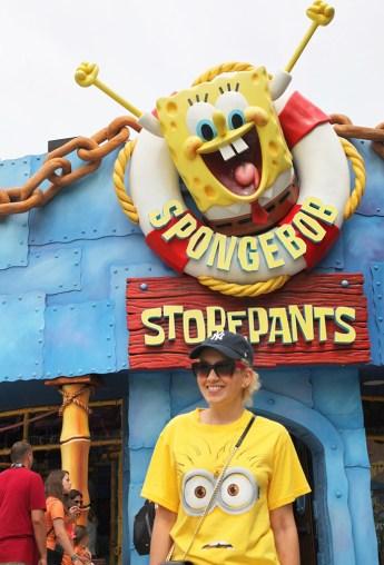 Angelica Ferrer e Bob Esponja no Universal Studios
