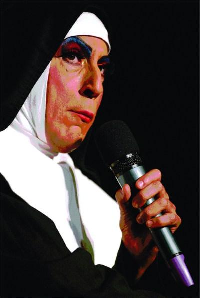 Irmã Selma e seu Terço Insano com o ator Octavio Mendes