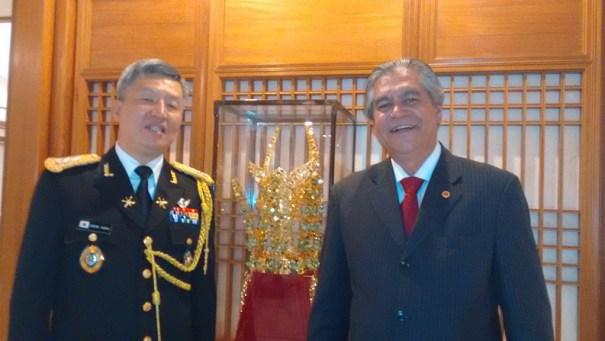 Adido Militar da Coréia do Sul e Milton Atanazio da Revista Vox prestigiando evento