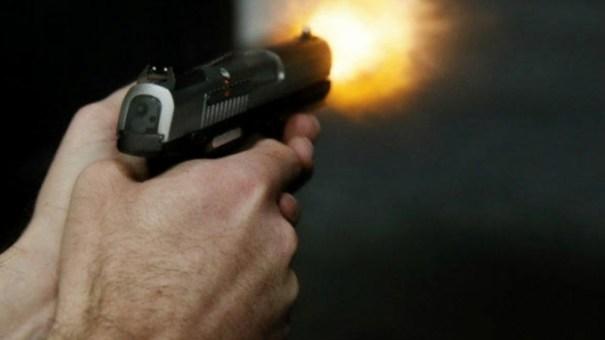 Retrocesso: deputados e senadores poderão andar armados e pessoas que respondem a inquérito policial ou processo criminal também poderão ter porte - Foto: George Frey/Bloomberg