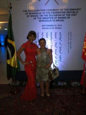 Liz Elaine e a Adida da Embaixada da Mongólia