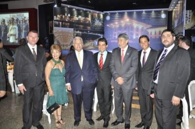 Empresários da construção Civil, Sérgio Guimarães e Gilmar Júnior Guimarães, ao lado dos embaixadores do Catar, Mohammed Al-Hayki, e da Palestina, Sr. Ibrahim Alzeben