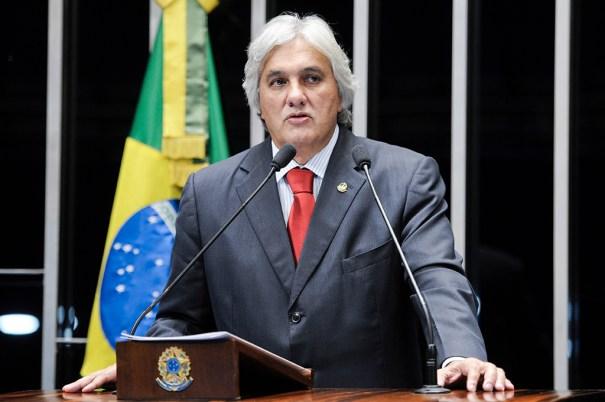 Senador Delcídio do Amaral (PT-MS) contrata advogado especialista em delação premiada