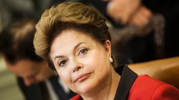 Dilma Rousseff assina decreto que pode perdoar penas de Dirceu e Delúbio - Foto: Brasileiros