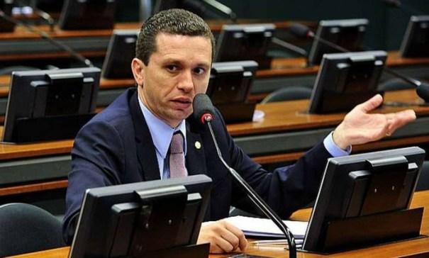 Fausto Pinato (PRB-SP) propôs a aprovação do parecer aprovado pela Comissão de Trabalho, com alterações - Foto: Blog do BG