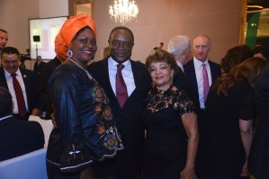 Embaixador dos Camarões, S.E. Sr. Martin Agbor Mbeng, e Sra. Embaixatriz Laura Mbeng e Luzia Câmara do portal Guia BSB.net